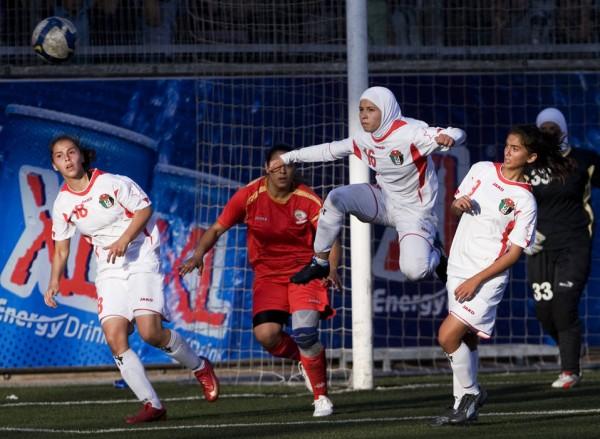 Soccer-player-600x439